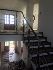 balustrada_de_inox_insertie_lemn